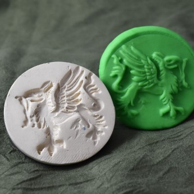 030: Gryphon Passant Cookie Stamp